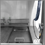CleanLine 1800 | right-hand working area with compressed air pistol and drying basin